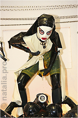 rubber-latex-doctor-doctress-nurse-matron-rubbernurse-headnurse-patient-clinic-rubberclinic-asylum-hospital-huge-silicone-fake-tits-gyno-chair-gasmask-breath-respiration-control-reduction-catheter-urine-pissing