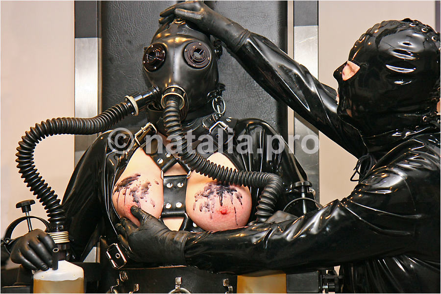 wax-torture-rubber-latex-tits-rubbermask-gasmask-heavyrubber-corrugated-tubes-hoses-urine-piss-slave-penalty-punishment